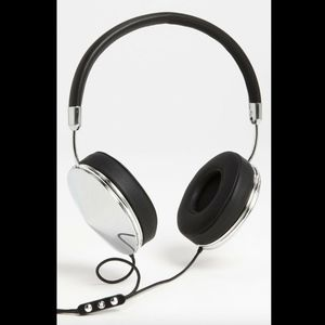 "PREOWNED Frends ""Taylor"" Headphones Silver Black"